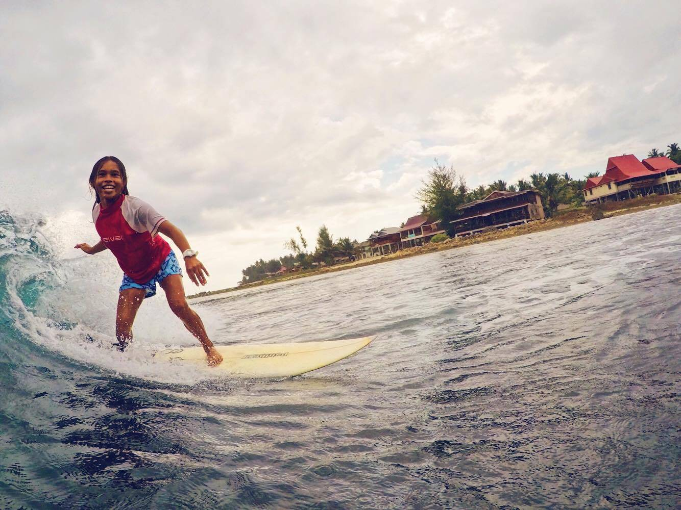Nias Surfing
