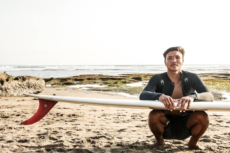 surfing canggu