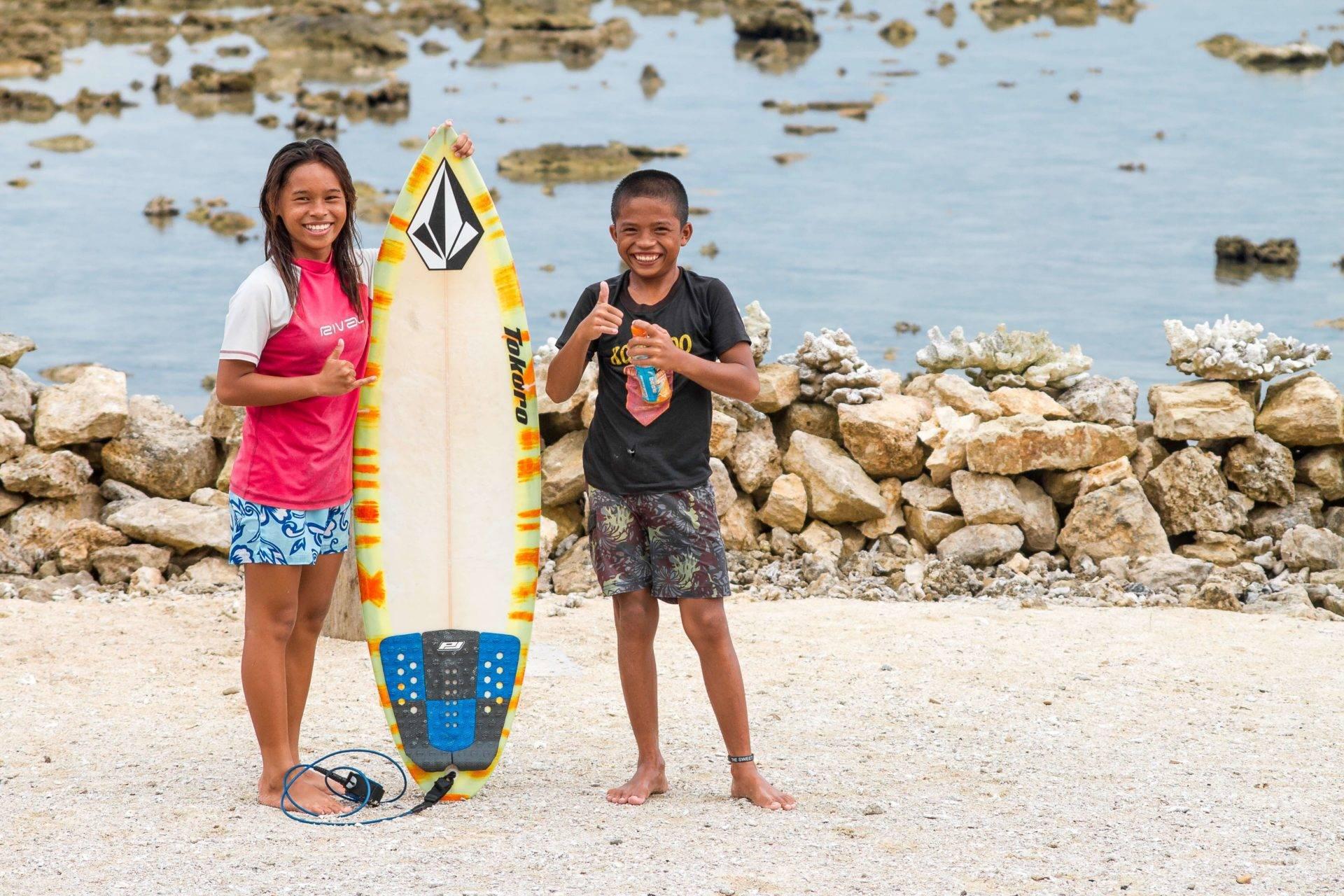 Surfing Nias